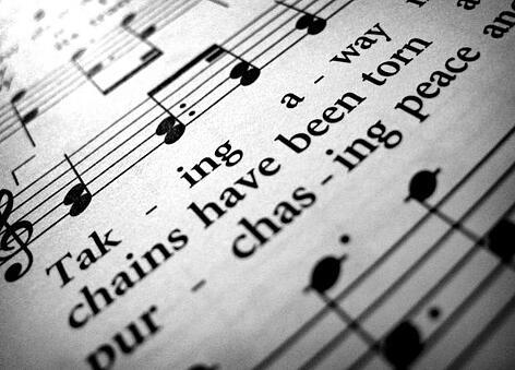 La música puede aumentar la productividad de los trabajadores o convertirse en una barrera, dependerá de ellos utilizarla o no durante su trabajo